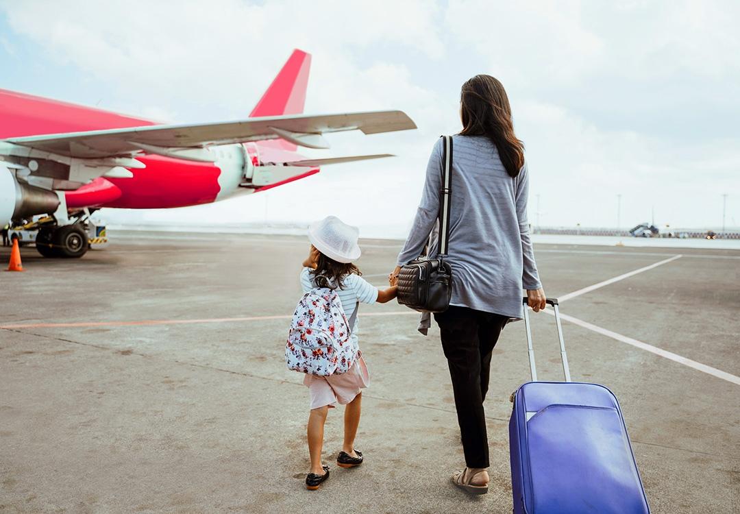 Viaggiare in aereo con bambini: consigli utili prima di volare